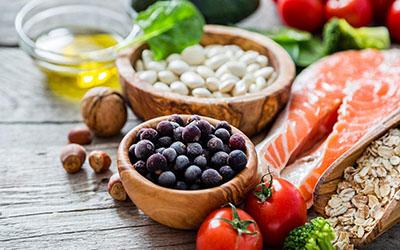 Il ruolo delle proteine nel controllo dell'assunzione di cibo ed energia